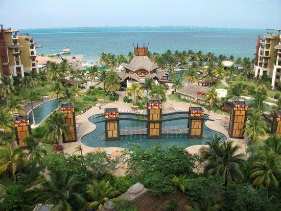 Villa del Palmar Cancun Beach Resort & Spa : Our view by day.