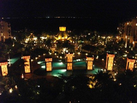 Villa del Palmar Cancun Beach Resort & Spa : Our view at night.