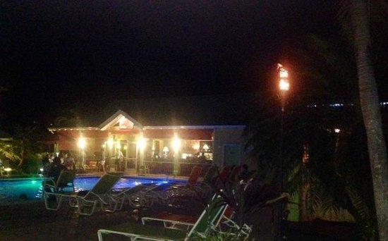 Sunshine Grill: Nighttime pic.
