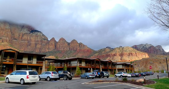 La Quinta Inn & Suites at Zion Park / Springdale: Amazing backdrop