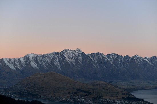 Queenstown Skyline – Gondel & Sommerrodelbahn: Remarkables at sunset from Gondola ride at the top