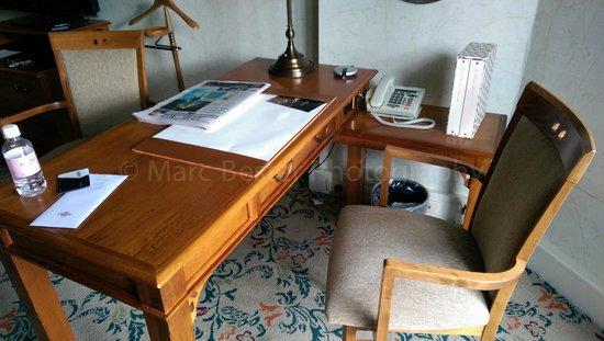 The Langham: Room work desk