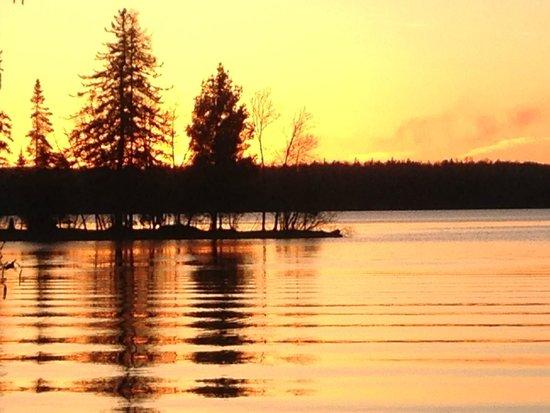 Blue Heron Bed & Breakfast: Sunset on Farm Lake