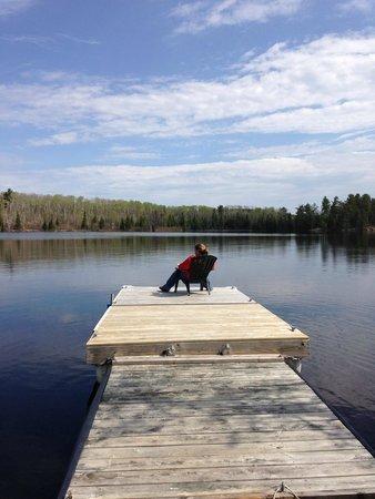 Blue Heron Bed & Breakfast: Relaxing on the Dock overlooking Farm Lake
