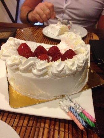 ENZO, Bistro Fusion Japanese: Best strawberry cake, yummy