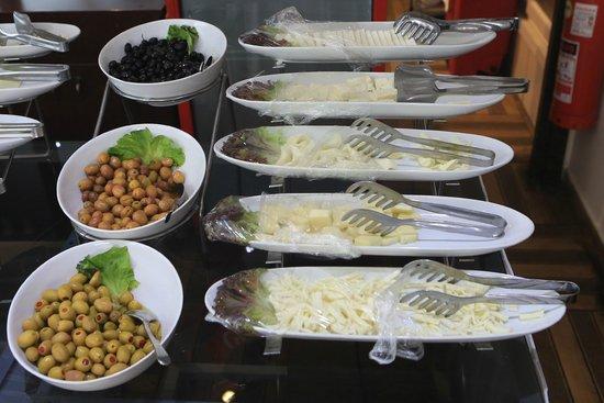 Hotel Evsen: Breakfast buffet line