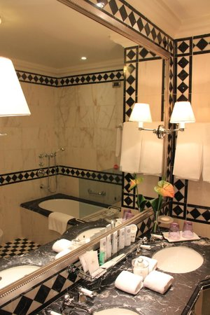 The St. Regis Florence: Bathroom