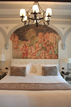 The St. Regis Florence: The suite's bedroom