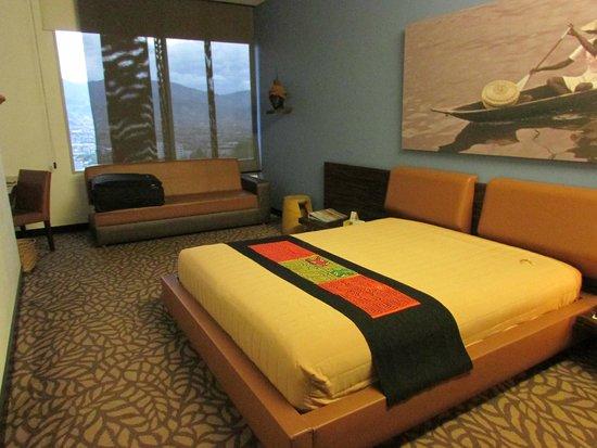 Diez Hotel Categoria Colombia: habitación muy amplia