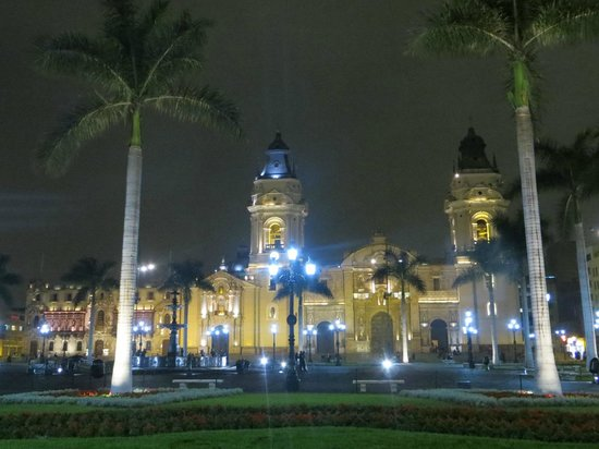 Cathedral of Lima: Vista nocturna