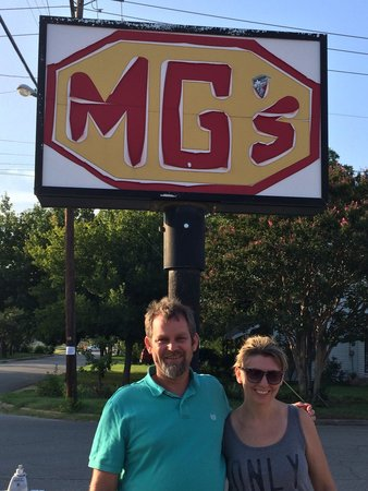 M G's Restaurant: My kinda burger joint!  My after the pool summer favorite!