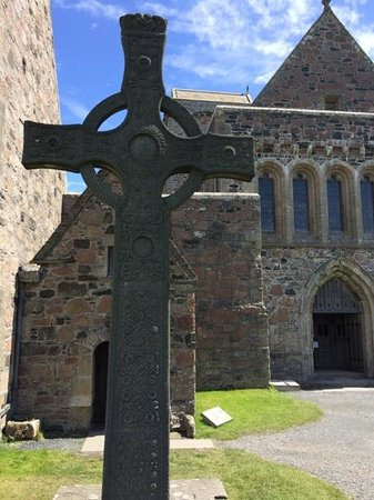 Iona Abbey: St. Johns cross before St. Columba's Shrine