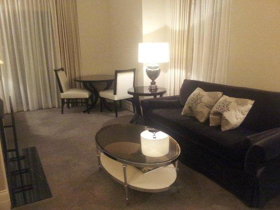 Waldorf Astoria Chicago: Living area