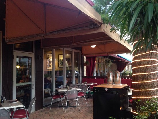 Max's Harvest : Outside patio