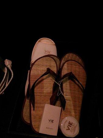VIE Hotel Bangkok, MGallery by Sofitel : 貼心的外出涼鞋