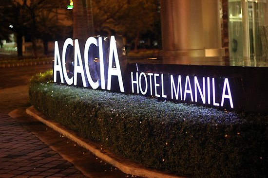 Acacia Hotel Manila: Hotel Exterior