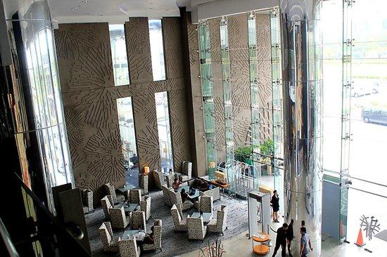 Acacia Hotel Manila: Hotel Lobby