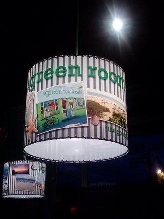 Green Room Cafe: Awesome lighting design!