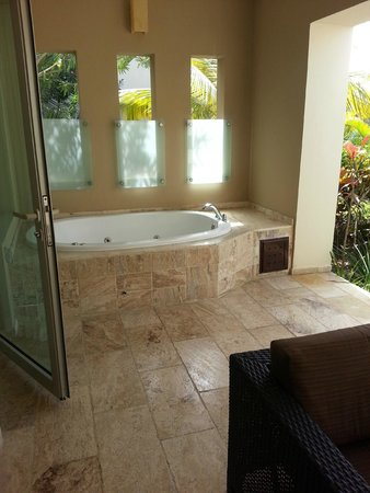 The Reserve at Paradisus Punta Cana: Private Patio Jacuzzi