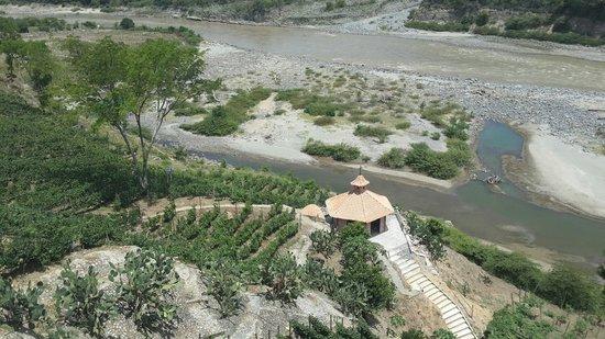 Viña Sicilia: Viña al lado del río