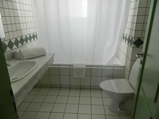 Candia Park Village: Ванная комната