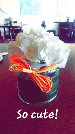 Juice N Java Cafe: Fresh Flowers Everyday on the Tables