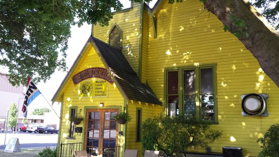 The Yellow Church Cafe : front enterance