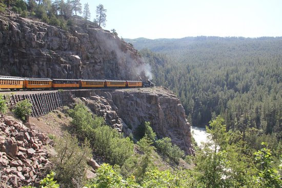 Durango and Silverton Narrow Gauge Railroad and Museum : Narrow guage railway on the edge