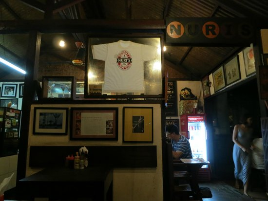 Naughty Nuri's Warung and Grill: Interior
