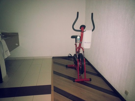 Grand Prix Hotel: exercise in your own room