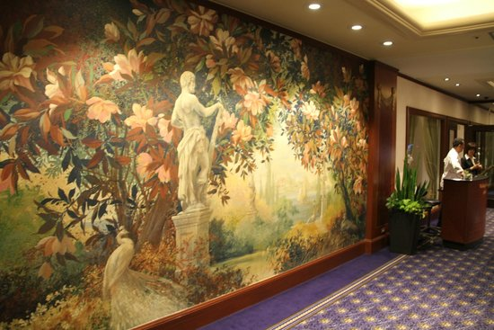 The Westin Tokyo: Very arty paintings