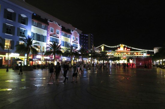 Sea World: 晚上12時也滿是遊客