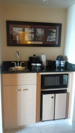 Embassy Suites by Hilton Niagara Falls Fallsview Hotel : Embassy Suites by Hilton Niagara Falls: coffee station