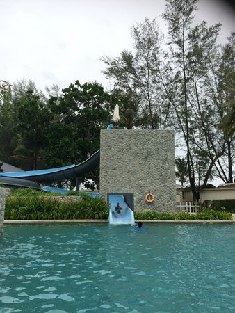 Outrigger Laguna Phuket Beach Resort : Slide