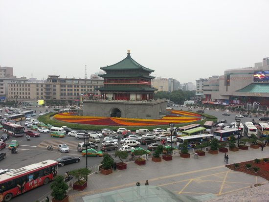Bell Tower Hotel : Xian city square