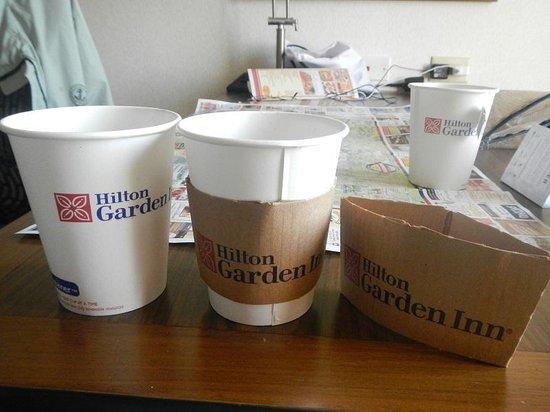 Hilton Garden Inn Portland Airport: コーヒーサービス カバーが便利