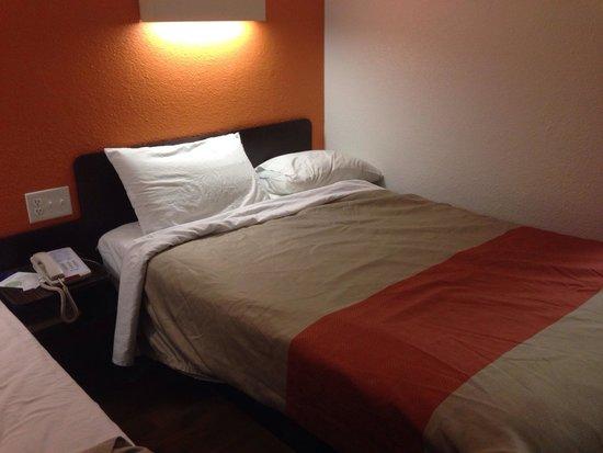 Nice Comfy Beds - Room 110 @ Motel 6 Pleasanton, CA