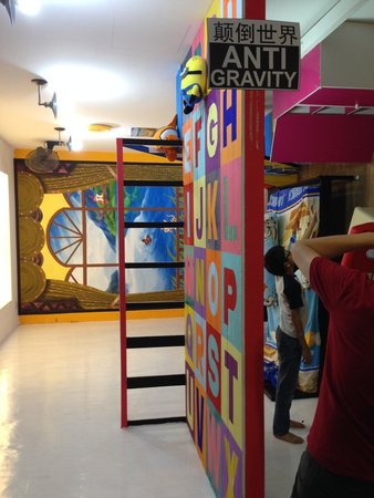 Penang Time Tunnel: Anti-Gravity sections requires some imagination and creativity to take some fun photos