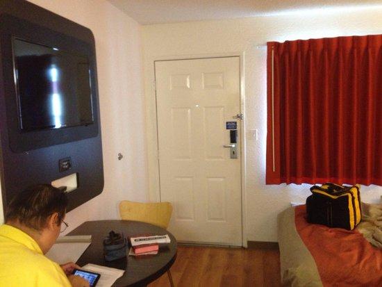 Nice, Clean and Modernized Motel 6 Room - Motel 6 Pleasanton, CA