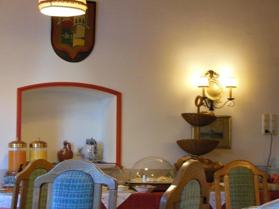 Hohenstauffen Hotel: 食堂