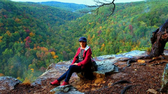 Hawksbill Crag: Scenic view, not to mention the display of spectacular fall colors.