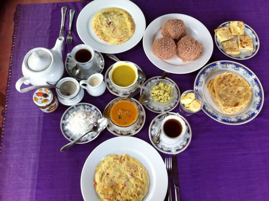 FinLanka: Delicious breakfast; fresh fruit plate, fruit juice, toast, rotti, egg rotti, string hoppers, ve