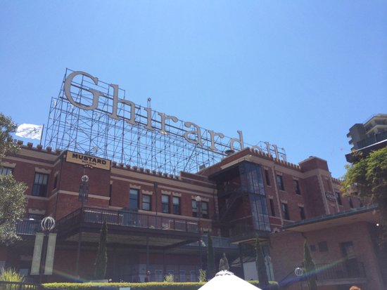 Ghirardelli Square : Looking up.