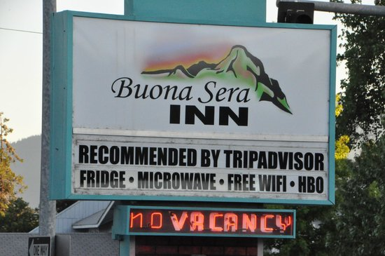 Buona Sera Inn : Sign from street