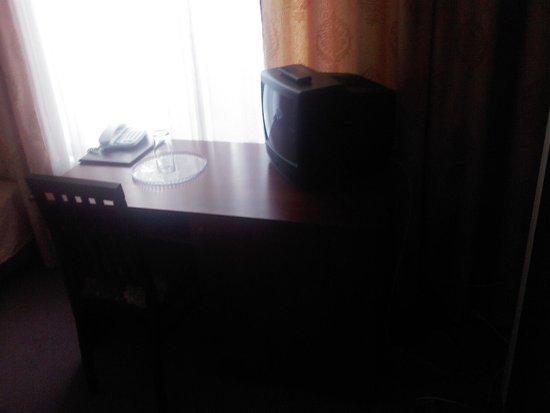Baikal Hotel: Стол, телевизор, блюдце и стакан - стандарт ;-)