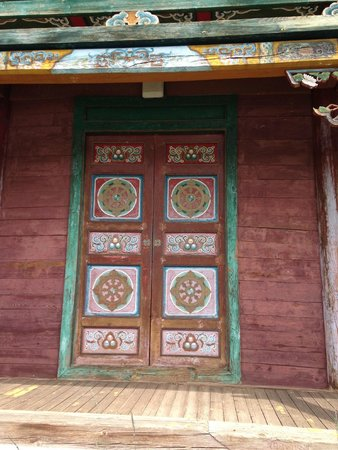 Manzshir Monastery: Door to the monastery