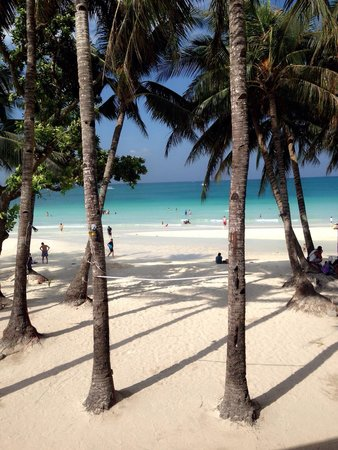 White Beach: Pictures cant give justice how beautiful Boracay is! ������