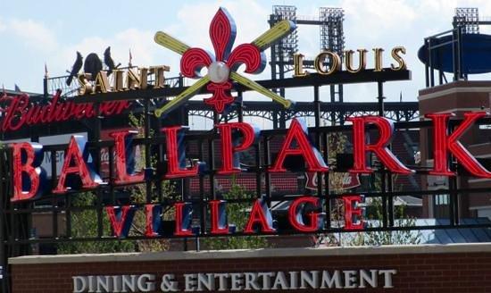 Busch Stadium: new ballpark village offers dining options