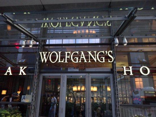 Wolfgang's Steakhouse: 綺麗で開放的な店