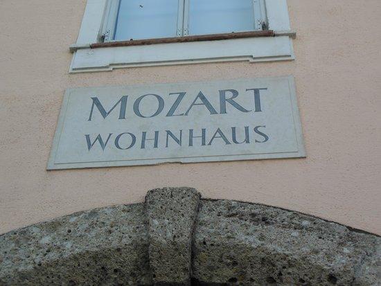 Mozart Residence (Mozart Wohnhaus): 入り口の石盤
